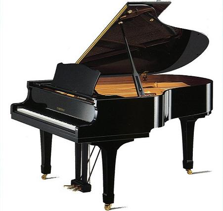 Yamaha C3M Grand Piano in Polished Black